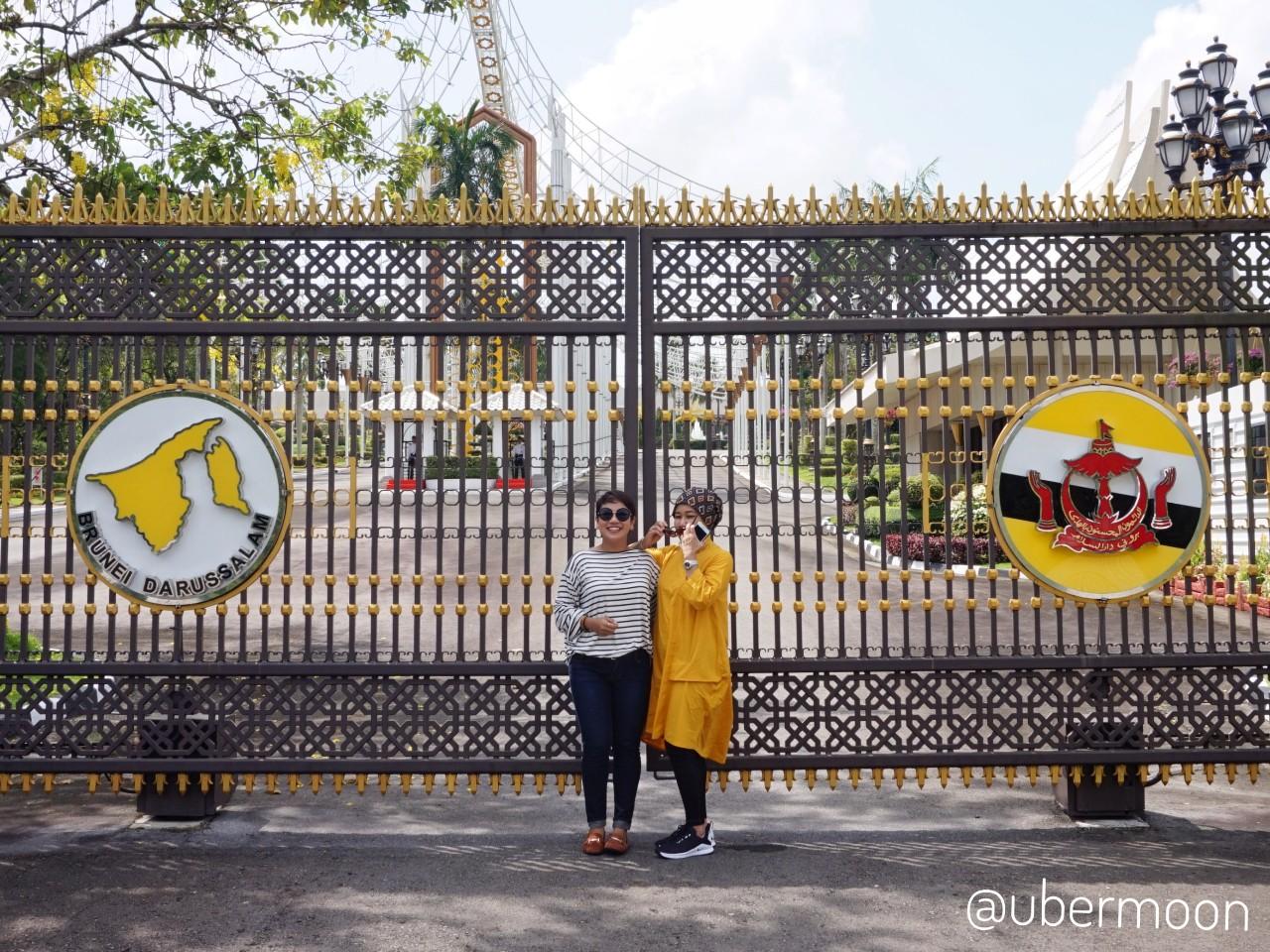 Gerbang Istana Nurul Iman