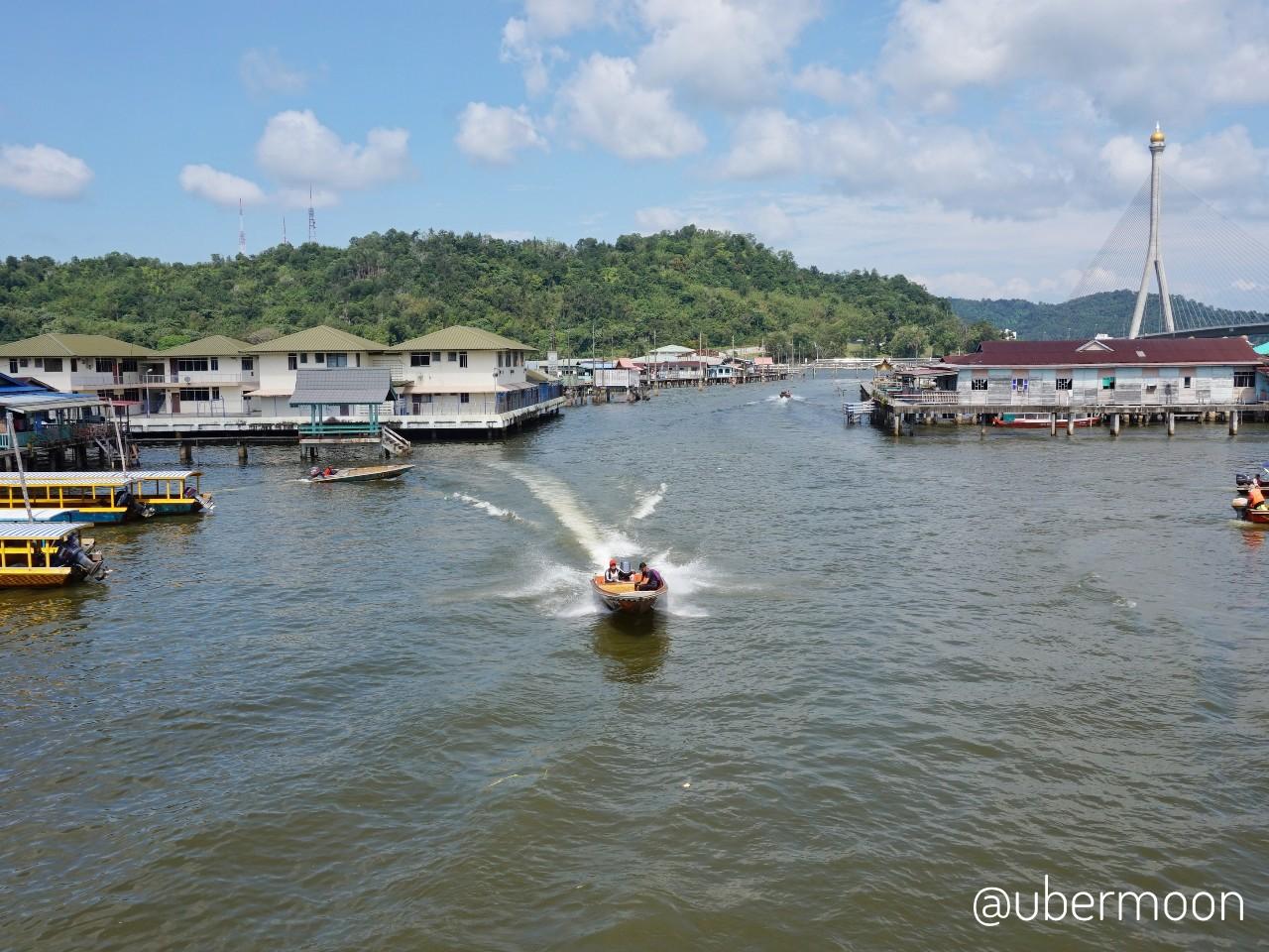 Kapal di Sungai Brunei